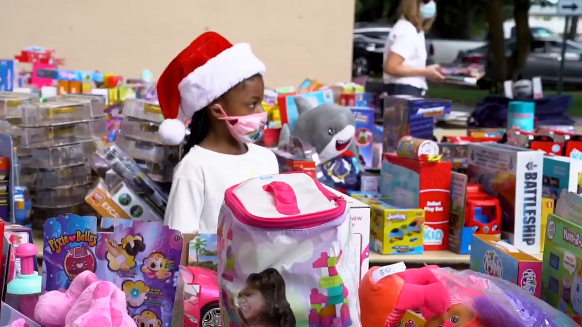UD Gives Christmas Gifts To Local Community