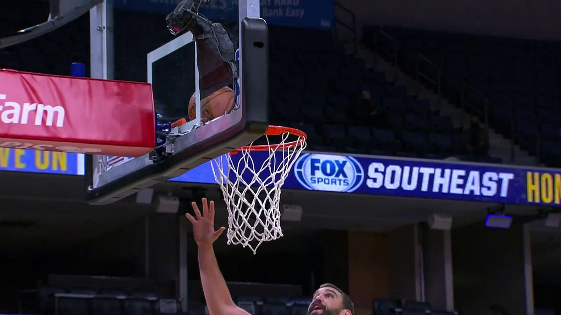 Kyle Anderson gets it to fall in dramatic fashion