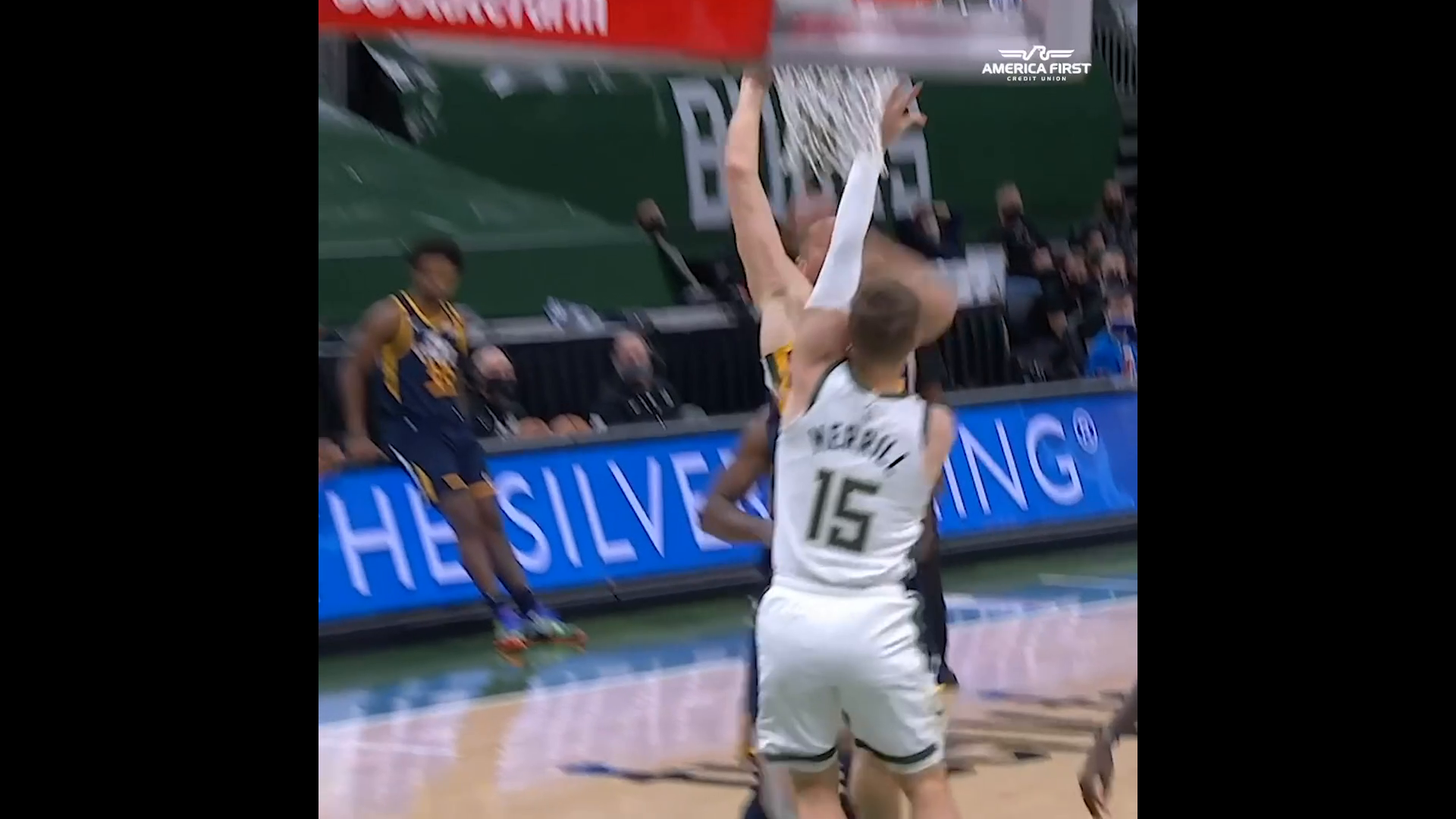Donovan gets out of his seat after Bojan JAM | #InstantRewind