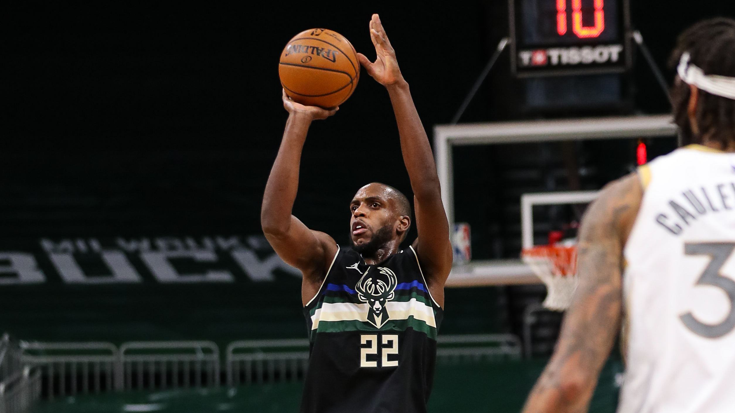 Bucks In 60: Middleton Takes Over, Downs Mavs