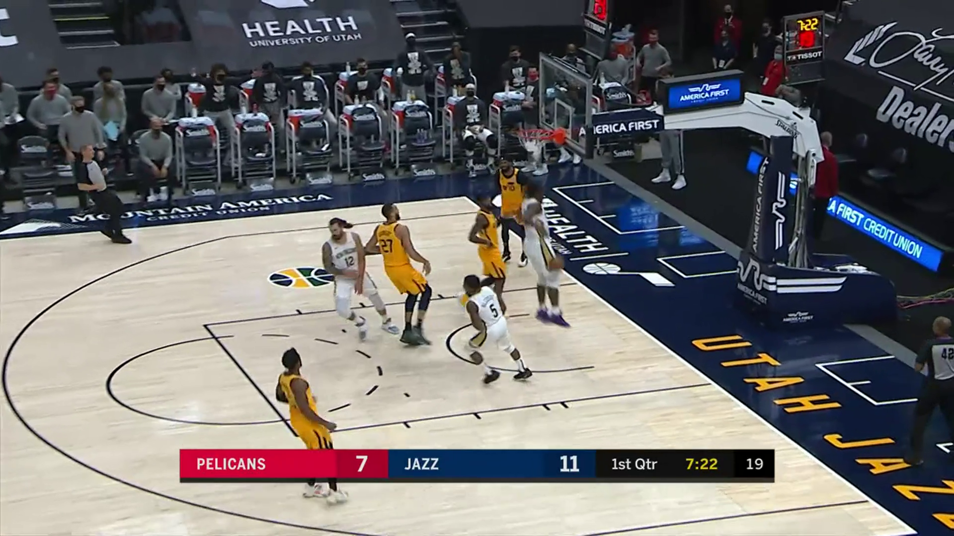 Zion Williamson two-handed dunk | Pelicans at Jazz Highlights