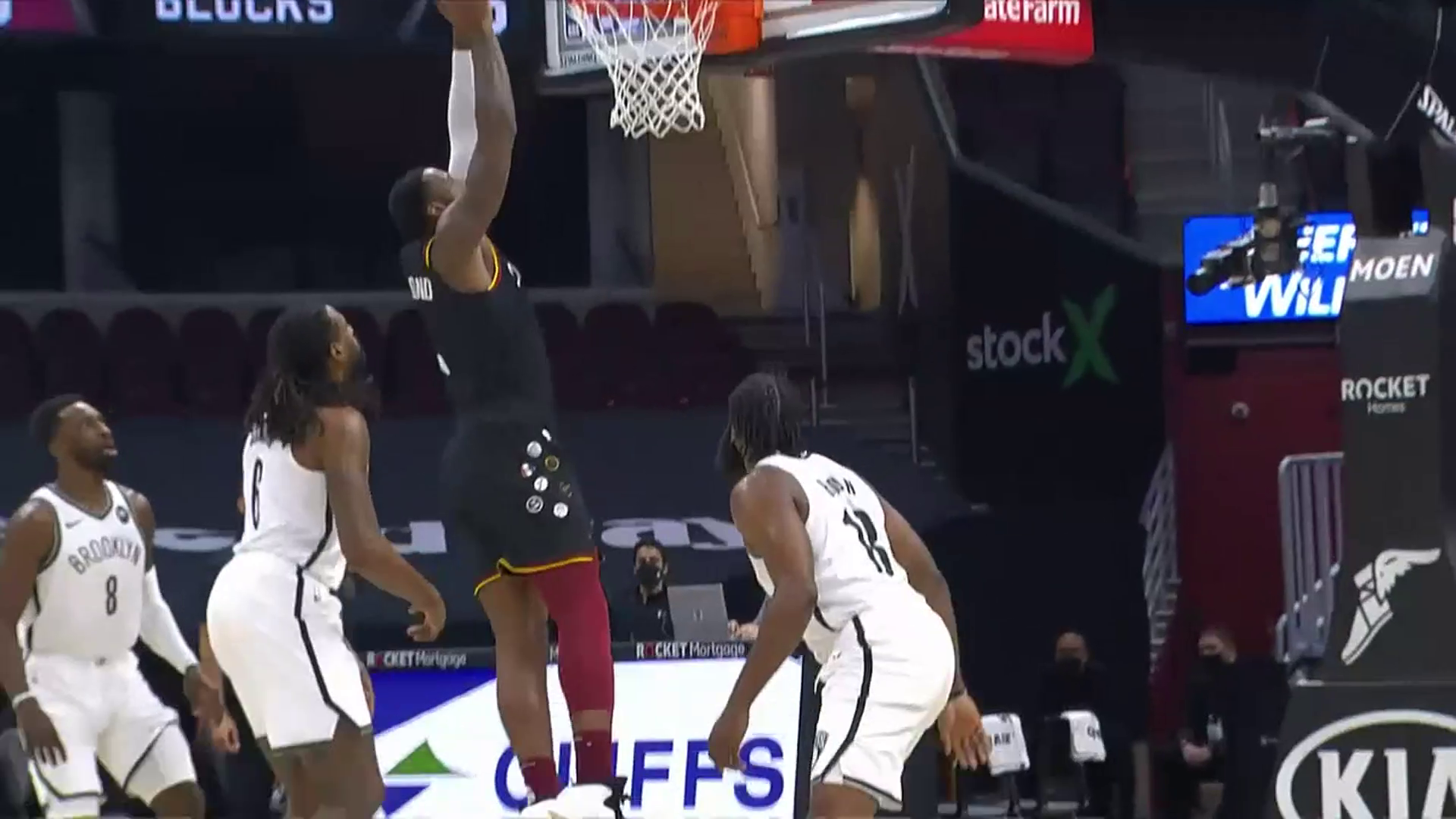 Sexton's Lay-Up, Dre's Dunk Extend Cavs Lead