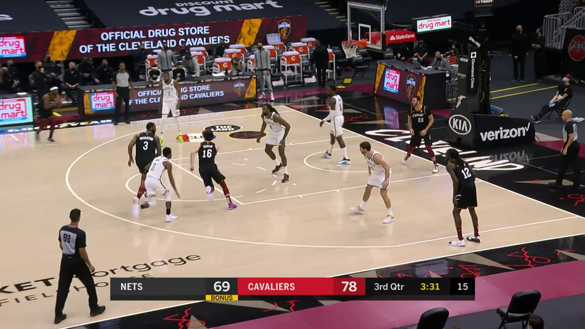 Cedi Stays Hot, Scores in the Paint