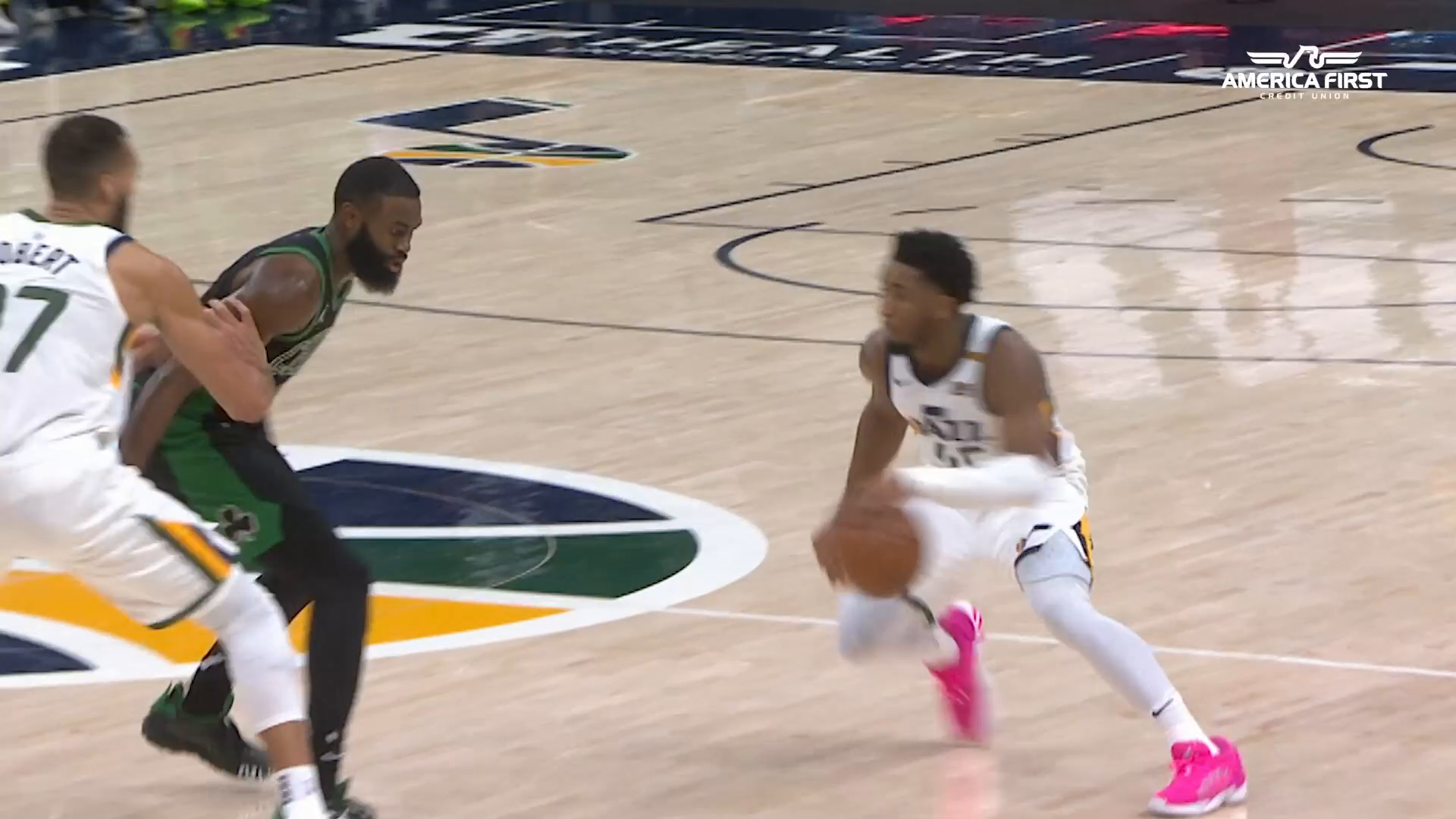 Donovan with the CROSSOVER! | #InstantRewind