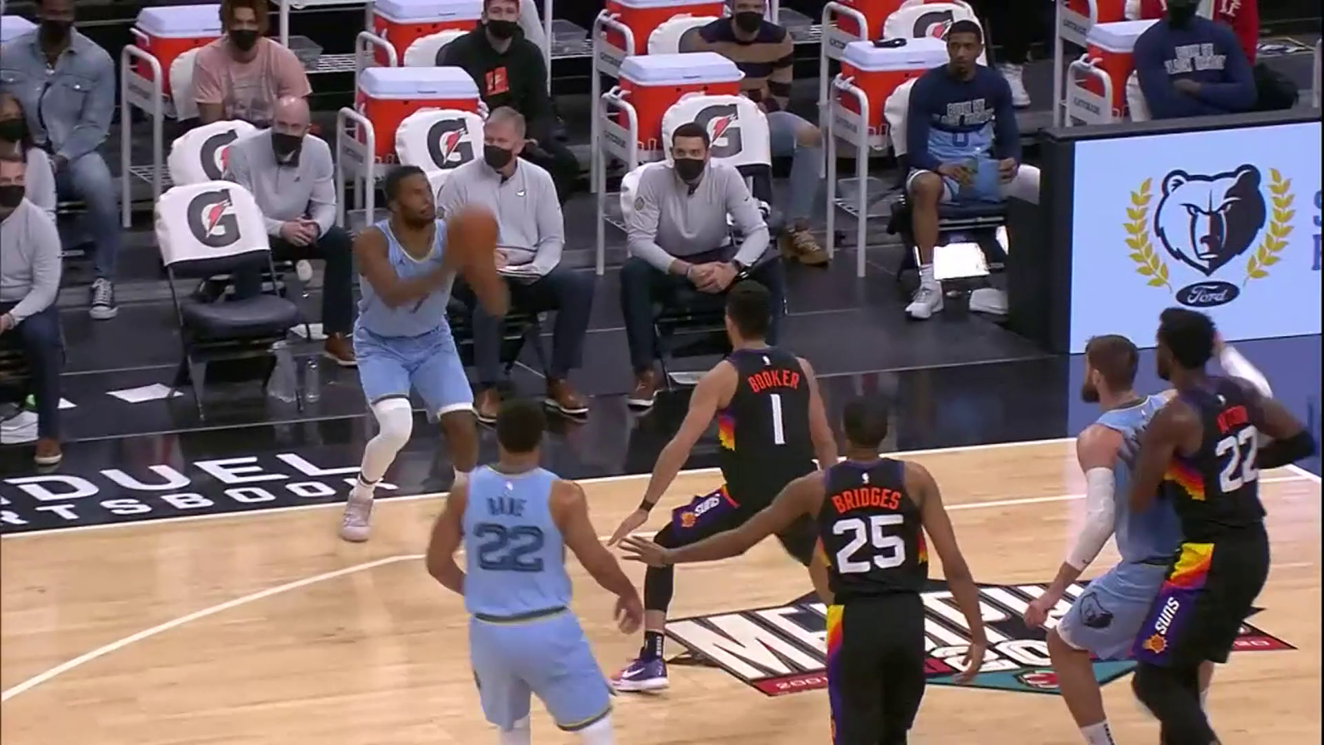 Justise Winslow scores his first points for the Grizzlies!