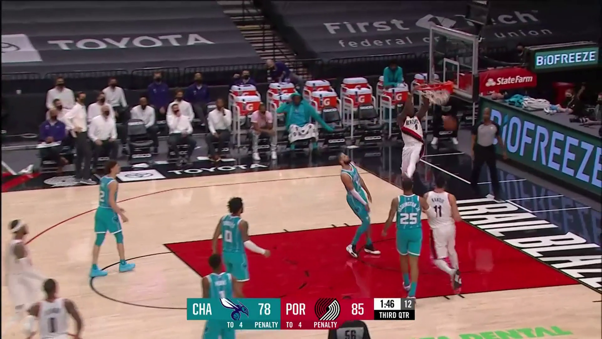 Nassir Little attacks the rim on back-to-back plays