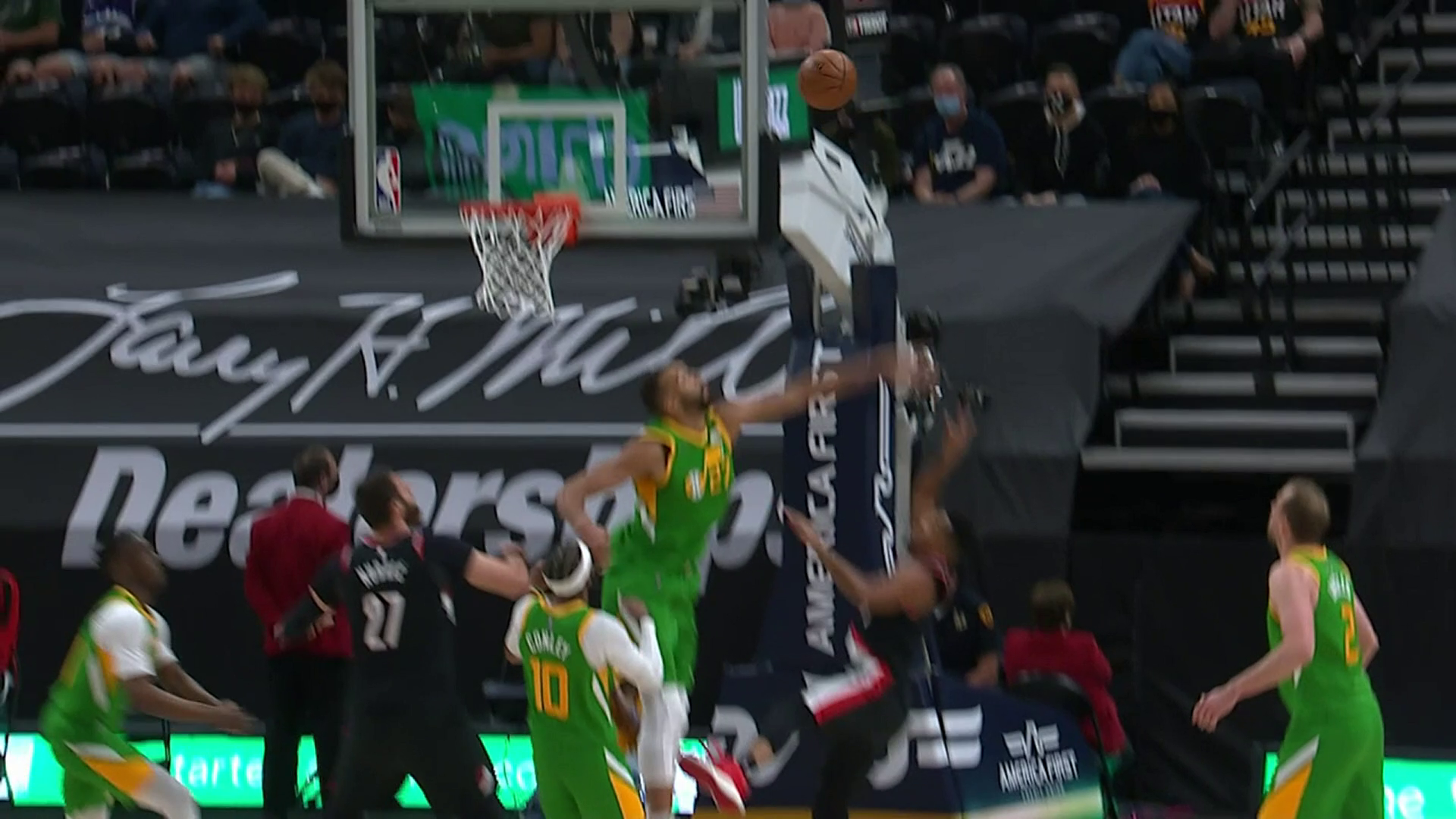 CJ McCollum sinks the tough bucket over Gobert's outstretched arms