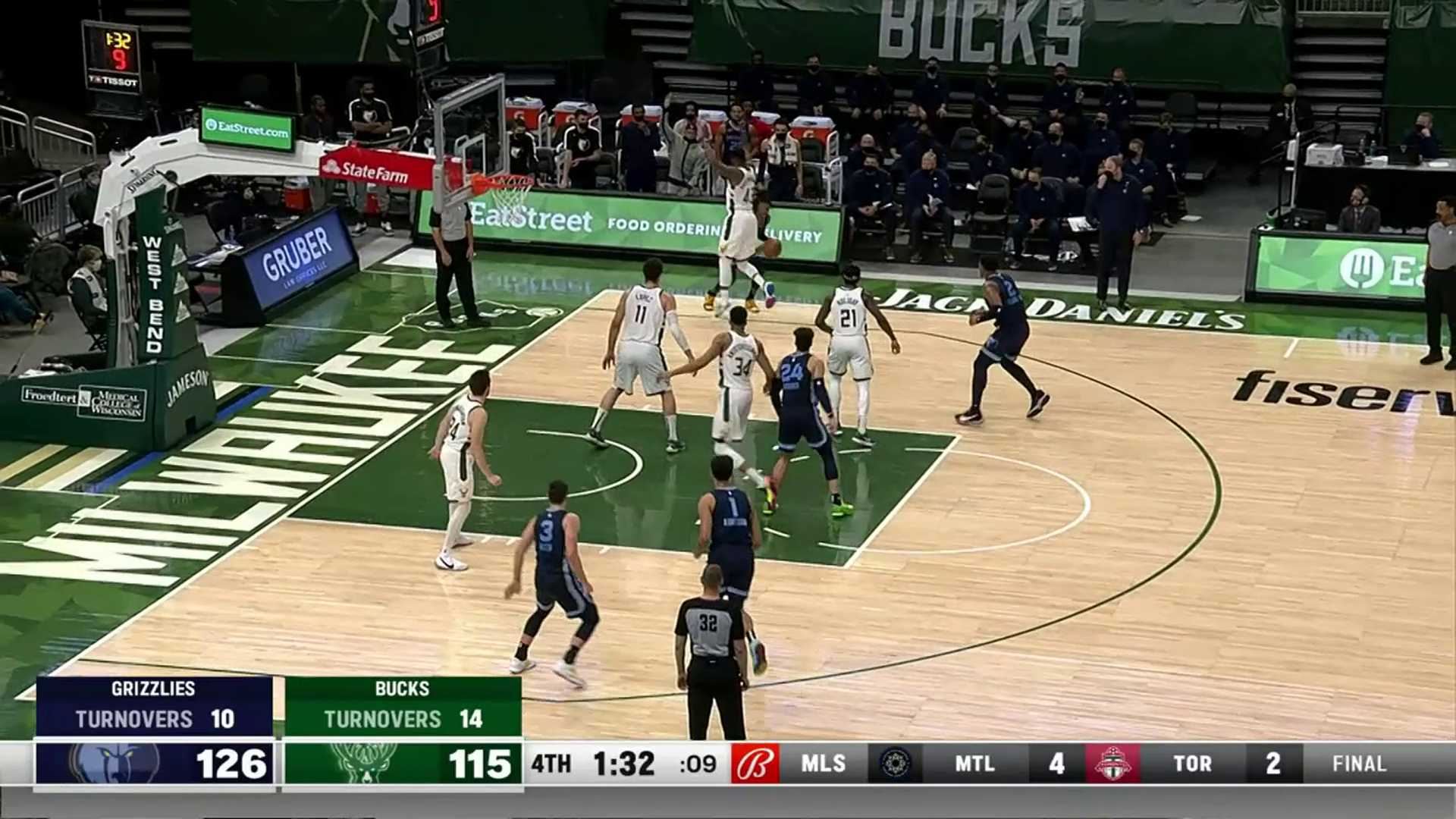 Dillon Brooks throws it down out of nowhere