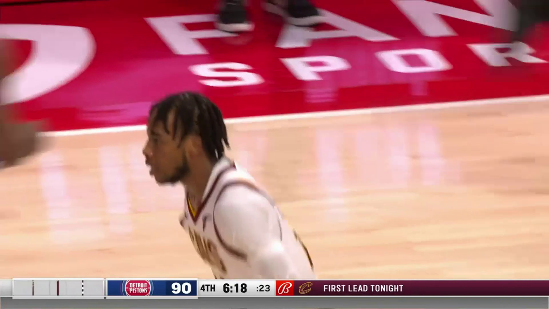 Garland for Three for the Lead