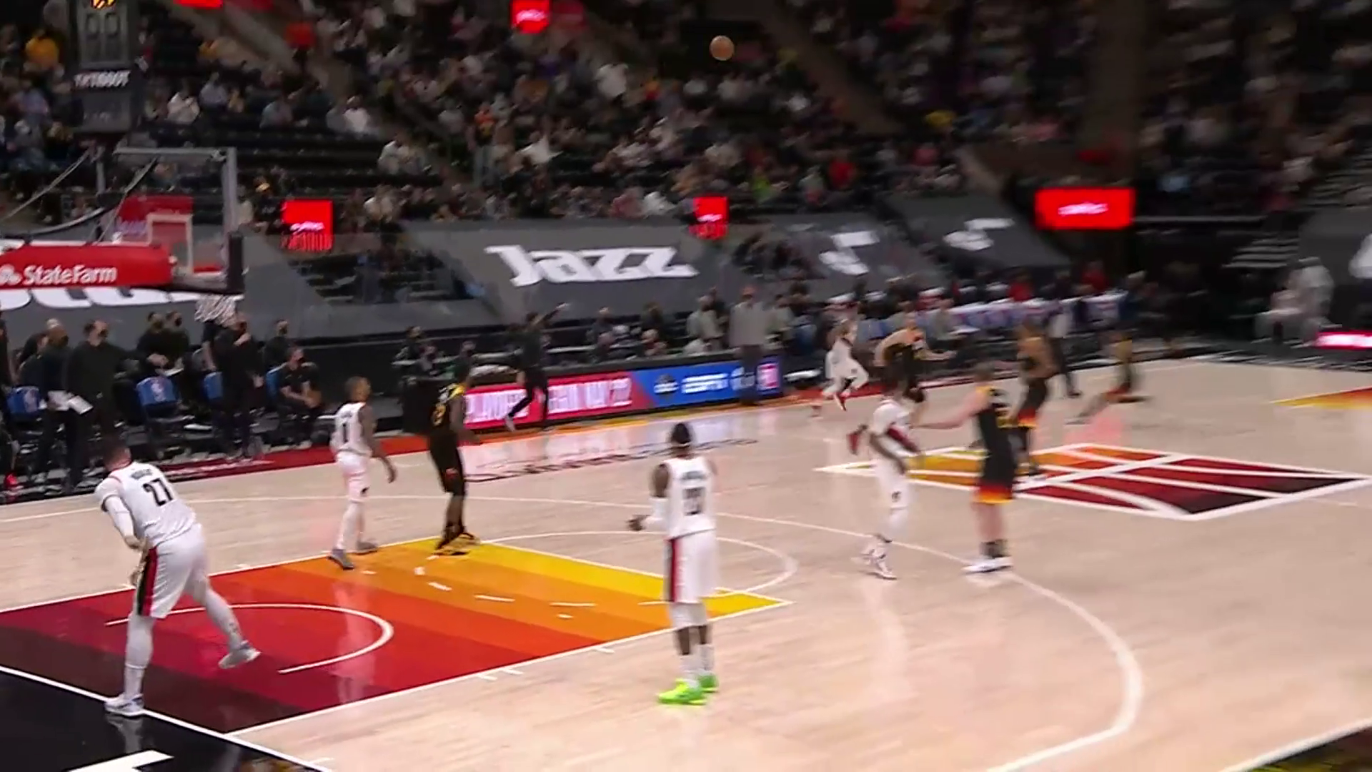 Jusuf Nurkić with a full-court assist to CJ at the buzzer