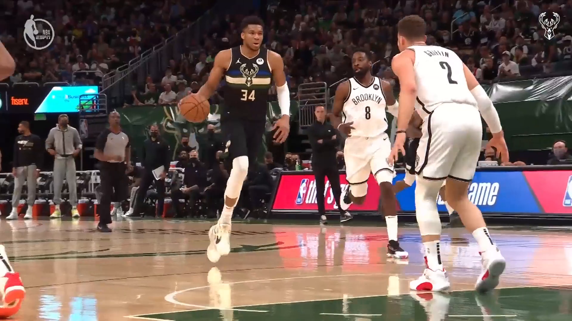 Fiserv Fastbreak: Brook Block Leads To The Giannis And-One