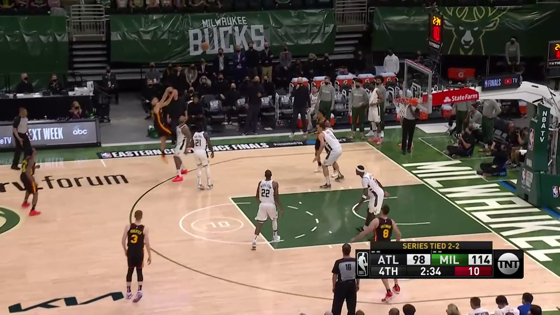 Bogdanovic Leads Hawks With 28 Points