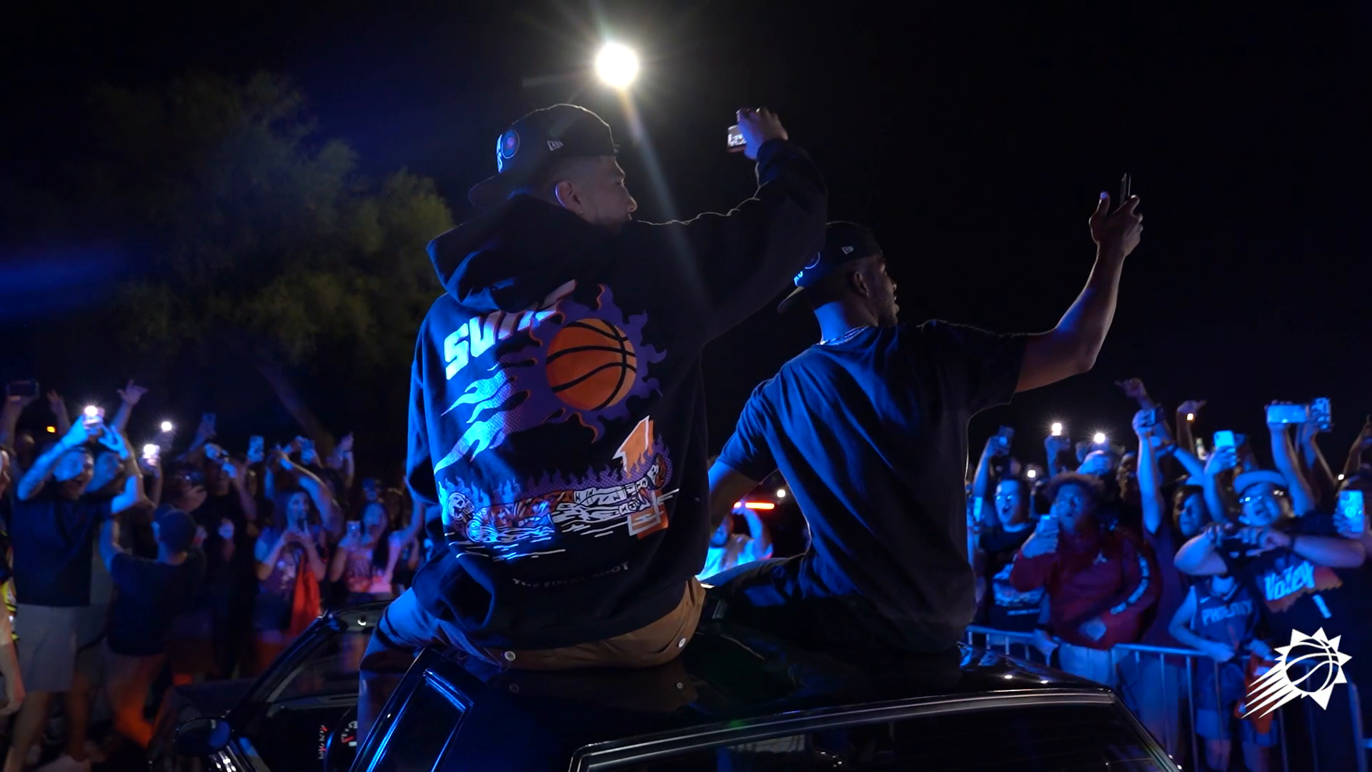 Western Conference Champions Greeted by Suns Fans at the Airport