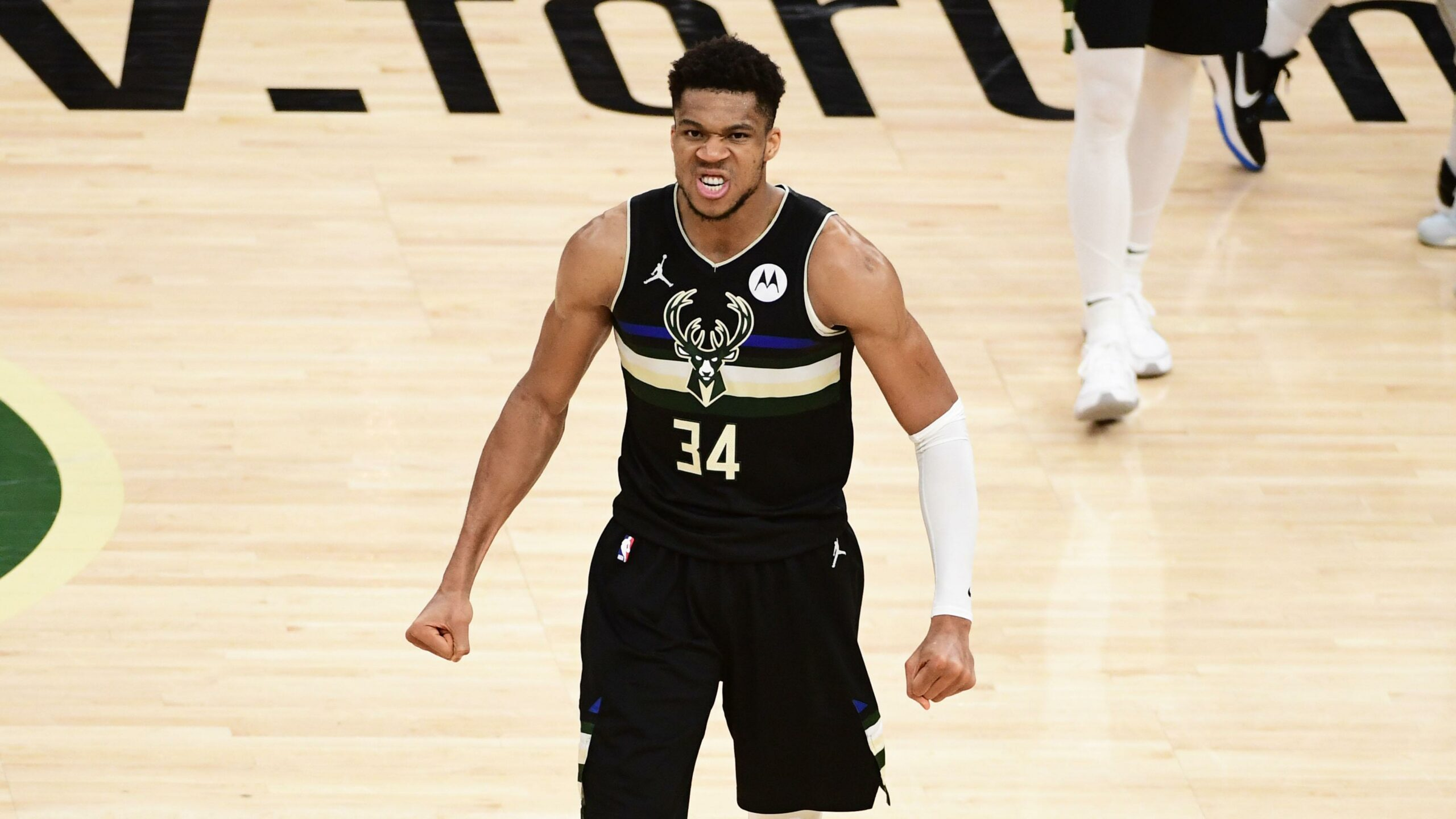 Giannis' Outstanding Performance Leads to Bucks Win