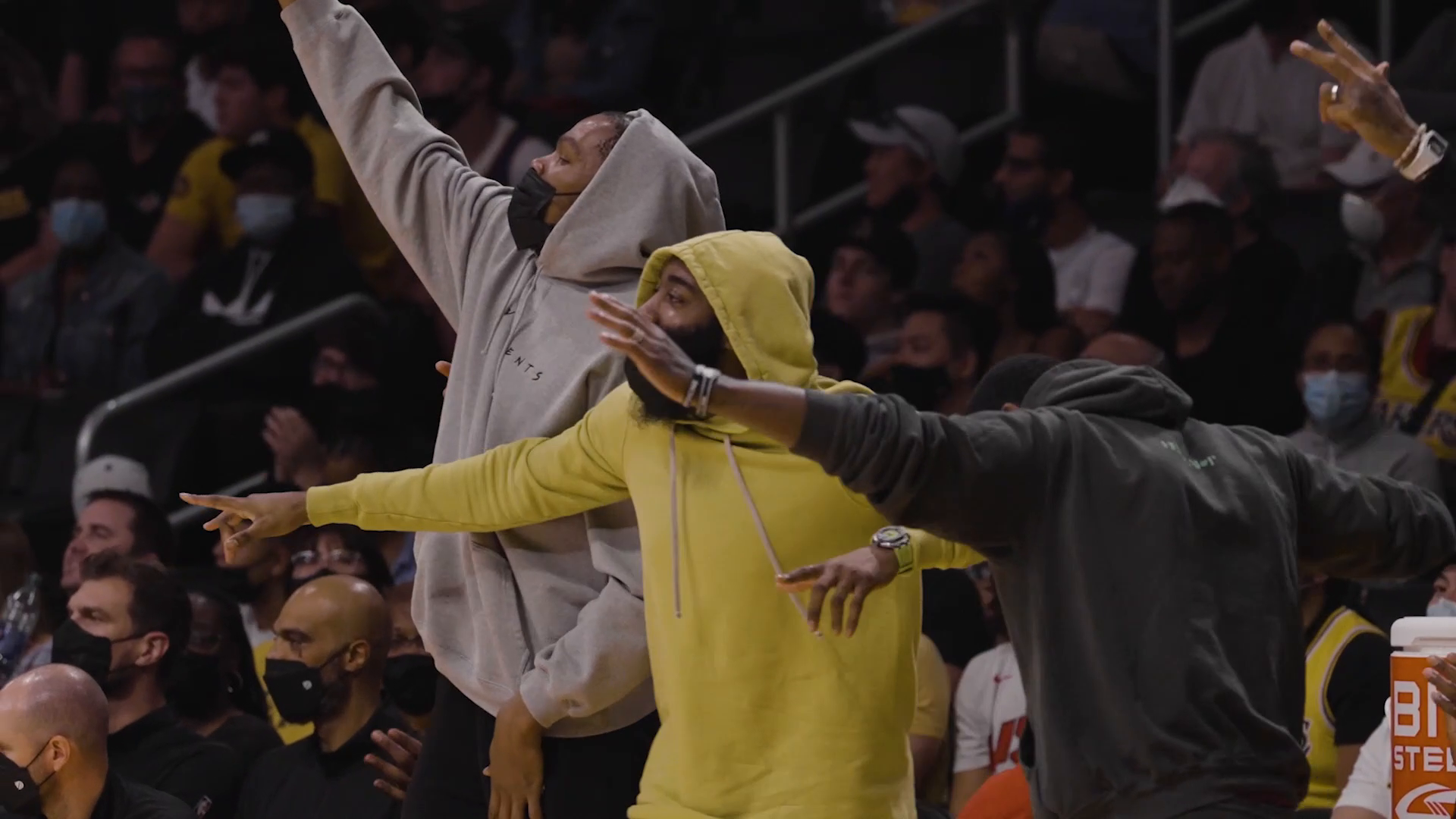 Sights and Sounds: Nets vs. Lakers