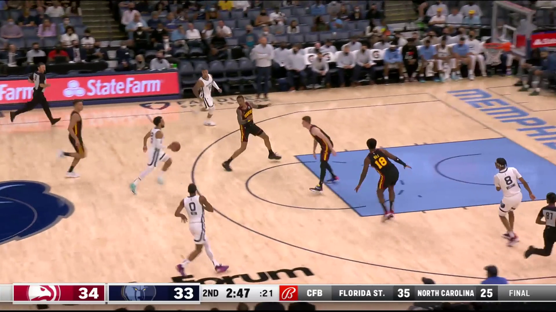 Ziaire Williams feeds Santi for an easy bucket through contact