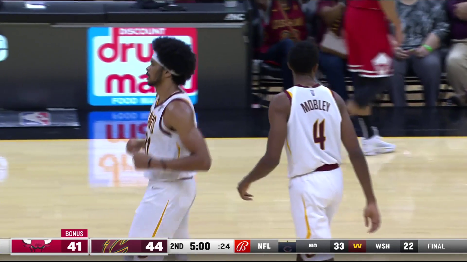 Mobley Shows Off Handles, Passing Skills on Assist