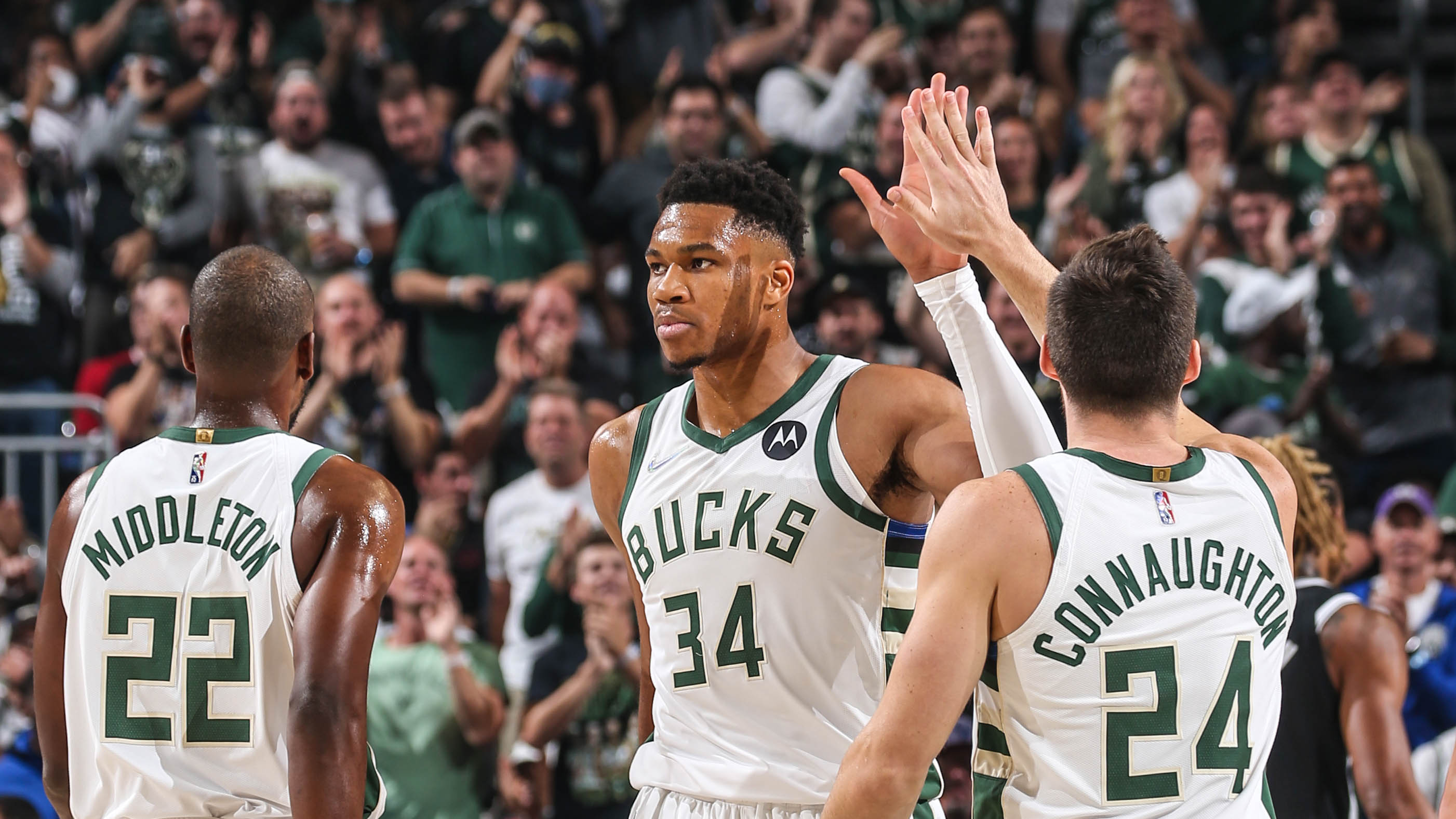 Giannis Antetokounmpo Drops 32 Points, 14 Rebounds & 7 Assists Against Brooklyn | 10.19.21