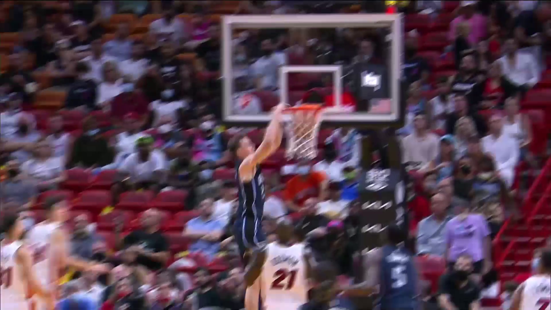 Franz Wagner's Two-Handed Jam
